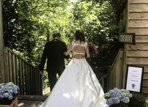 Bride-at-the-barn-barons-hill